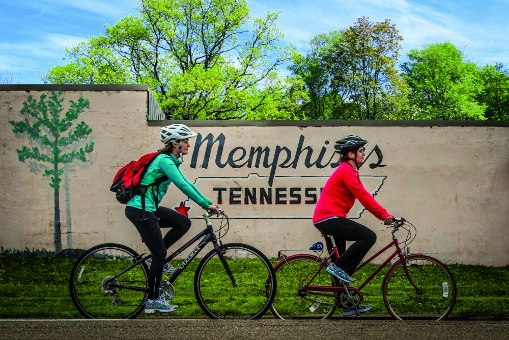 Biking_in_Memphis_mural_-_Craig_Thompson
